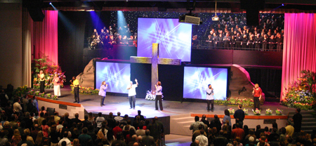 How Churches Use Multiple Screens in Worship